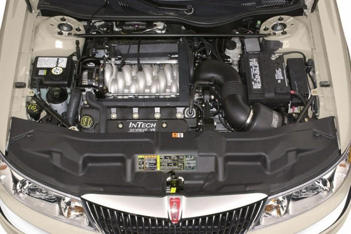 6 autó, amiben keresztben van a V8-as 2