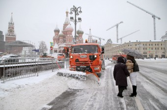 Tojással dobálták meg a hókotrót az elégedetlen moszkvaiak