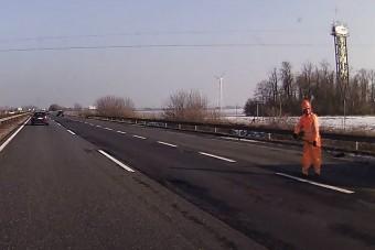 Életveszélyes útjavítás az M1-esen