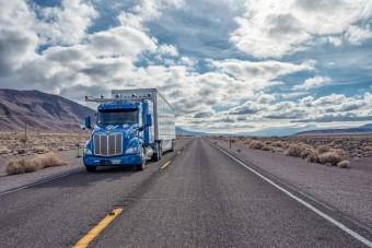 Átszelte Amerikát egy önvezető teherautó