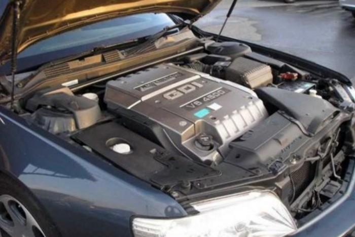 6 autó, amiben keresztben van a V8-as 12