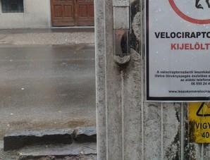 Meglepő táblát fotóztak Szegeden