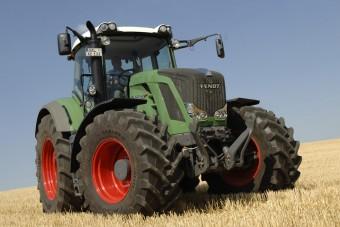 Nem hittük, hogy ezt is képes elhúzni egy traktor