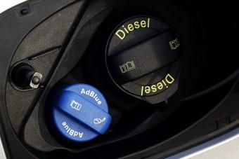 Óriási bírságot kaptak a német autógyártók, kivéve az, amelyik súgott