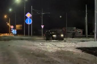 Lopott BMW-vel menekült a szlovák rendőrök elől, videón az üldözés