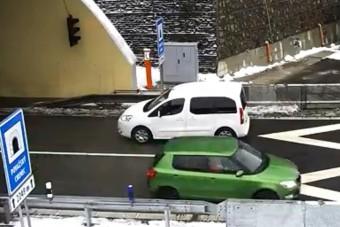 Autópályán fordult meg ez az eszetlen autós