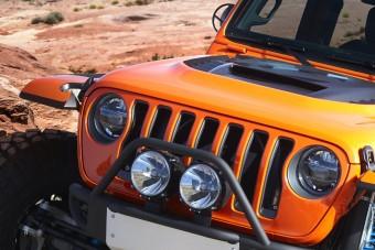 Jeep-dzsembori a kősivatagban