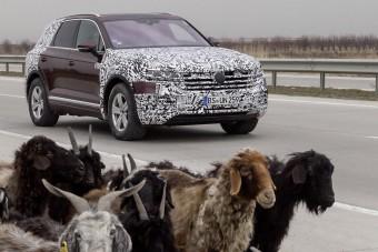 A fél világon át, lábon érkezett világpremierjére a VW Touareg