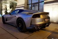 Videón, ahogy a budapesti milliárdos röfögteti új Ferrariját a belvárosban 4