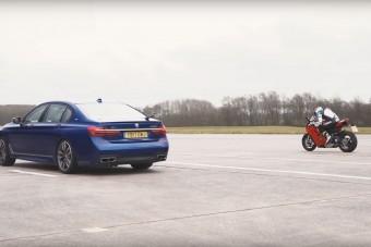 BMW M760Li vs. Ducati Panigale V4 - Lesz meglepetés?