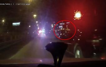 Kommandós konvojba keveredett egy autós, fegyvert fogtak rá