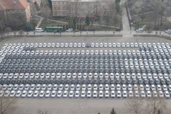 Ötmilliárdért kaptak új autókat a rendőrök