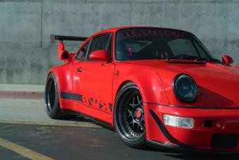 Őrületesen menő ez a piros RWB Porsche 911-es