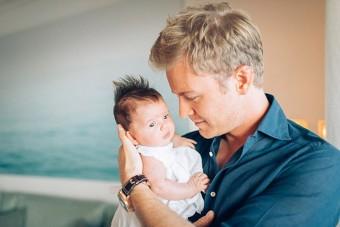 Különös ok miatt mutatta meg kislányát Rosberg