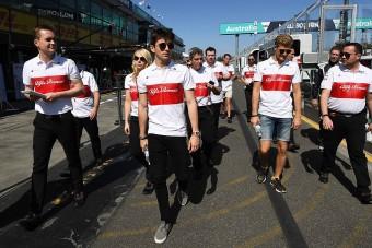 F1: Kerékcserére osztották be a Sauber-pilótákat - videó