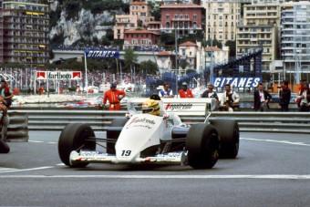 Kalapács alá kerül Senna első F1-ese - videó