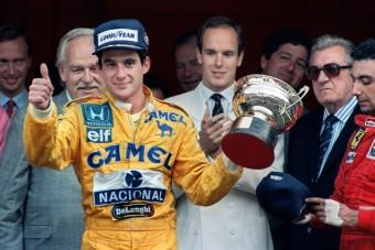 F1: Elárverezik Senna munkaruháját