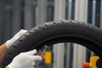 Luxusautókra kerülnek a Tatabányán gyártott gumik