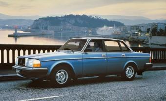 Abszolút felesleges, de zseniális, ahogy ez a Volvo 240-es a nyolcvanas évek slágerét prüttyögi