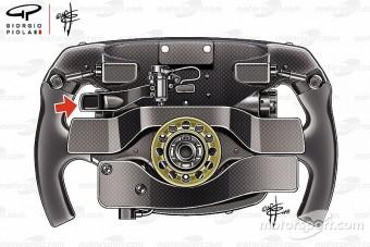 F1: Titokzatos kapcsolót találtak Vettel kormányán