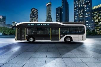 Vigyáz a gyalogosokra a Toyota új busza