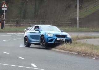 Két BMW-sofőr mutatja meg, hogy ne hajts el autótalálkozóról