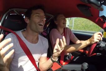 Webber elvitte egy körre Sarapovát. A 911 GT3 RS-sel