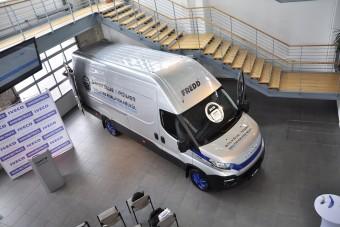 Kékre váltott az Iveco népszerű furgonja