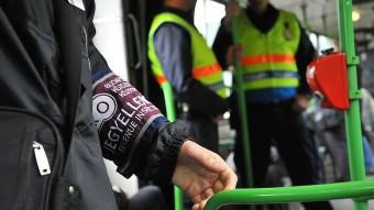 16 ezerre büntette a BKK a buszon fagyizó lányt