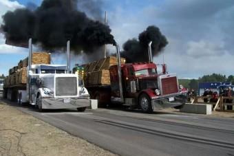 Egy kamion, ami otthagy a pirosnál