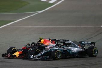 F1: Vettel megvédte a faszfejező Hamiltont