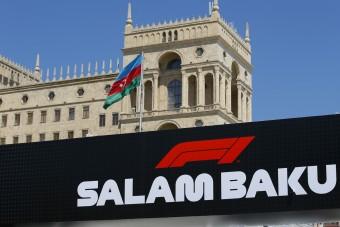 F1: Bottas az élen, Verstappen a falban