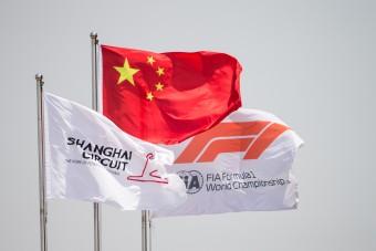 Silverstone helyett Sanghajban ünnepel a Forma-1