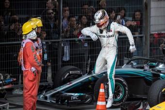 F1: Ezért nem cserélt kereket Hamilton