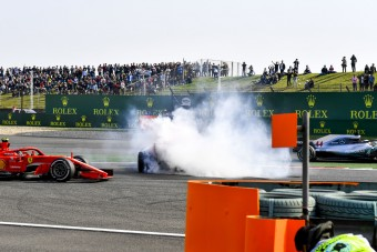 F1: Hamilton attól félt, őt is kiütik Verstappenék