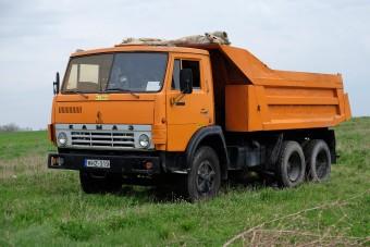Az útépítések narancssárga mindenese: КамАЗ 55111