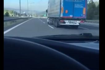 Eszeveszett tempóban veretett a kamionos az autópályán, egy autós videót is készített