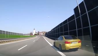 Tróger száguldó autós mutatja meg milyen, ha neki fontos dolga van