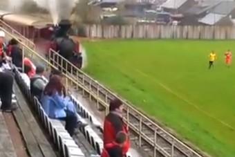 Láttad már a focipályát, ahová behajt egy vonat?