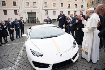 Már nem sokáig marad a pápáé ez a gyönyörű Lamborghini