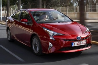 Boxermotoros hibrid jöhet Prius alapokra