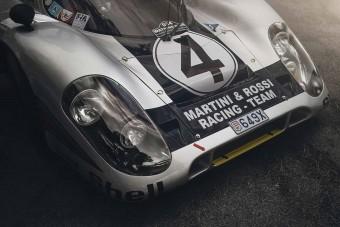 Rendszám került erre a Porsche versenyautóra