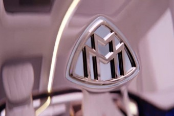 Odacsap a Bentley Bentaygának a Maybach