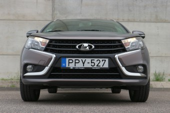 Megéri az árát az új kombi Lada, a családi Vesta?
