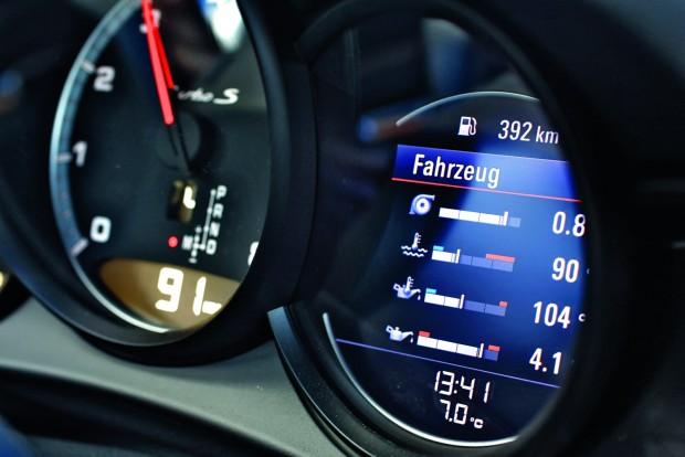 Alaphelyzetben 700 Nm csúcsnyomatékot ad le a 3,8 literes, közvetlen befecskendezéses biturbó motor. A sport plus programban 0,15 barral megemelkedik a töltőnyomás, ami rövid ideig 750 Nm nyomaték elérését teszi lehetővé