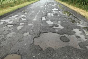 Megépítették az utat, de egy másikat tönkretettek