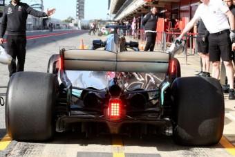 F1: Soha nem látott lámpák a Mercedesen - videó