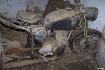 Tákolt roncsként rohadó Pannoniát mentett egy magyar srác, újra gyári fényben tündököl a gép