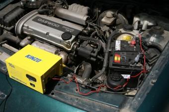 Picit kiakadt a szomszéd az hazai autósra, aki Pakson tölti az akkumulátort