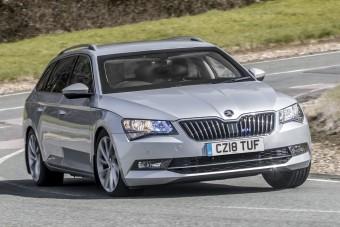Mit tud egy Škoda Superb 44 millióért?